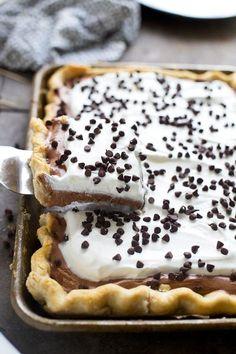 25 Easy Slab Pies For a Crowd: French Silk Slab Pie (christmas deserts for a crowd) Desserts For A Crowd, Köstliche Desserts, Delicious Desserts, Dessert Recipes, Recipes For A Crowd, Cooking For A Crowd, Food For A Crowd, Plated Desserts, Cookie Sandwich