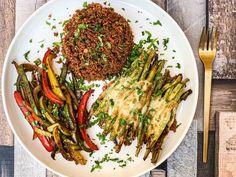Quinoa mexicană, ardei sotați cu oțet balsamic și fasole verde la cuptor cu parmezan și cașcaval Parmezan, Japchae, Quinoa, Spaghetti, Ethnic Recipes, Food, Green, Essen, Meals