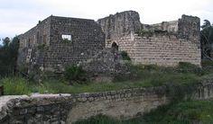 Ruinas de la ciudad antigua. La misma es una pequeña fortaleza que data de la época de las cruzadas y esta ubicada al este del anfiteatro dentro del Parque Nacional