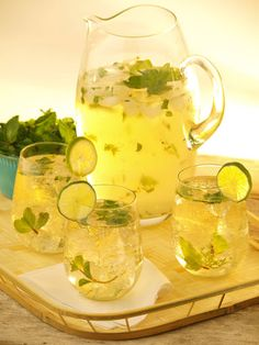 Moscato Mojito  2 tbsp finely chopped mint leaves 1 tbsp lime juice 1 tsp granulated sugar 0.5 cup Barefoot Moscato Crushed ice Chilled seltzer  In a small pitcher, mix mint leaves, lime juice and sugar. Stir until dissolved. Add Barefoot Moscato and stir. Pour over crushed ice, leaving room for the seltzer. Top with seltzer and stir well.