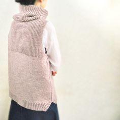 knit vest Ravelry: UraUe pattern by Natsuko Iida - knitting Crochet Tunic Pattern, Knitting Patterns, Knit Crochet, Bolero Crochet, Lace Bolero, Knitting Ideas, Knitting Projects, Mode Outfits, Mode Inspiration