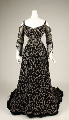 An alluringly beautiful French silk evening dress from vintage Edwardian fashion 1900s Fashion, Edwardian Fashion, Vintage Fashion, Vintage Beauty, Vintage Outfits, Vintage Gowns, Dress Vintage, Moda Vintage, Vintage Mode