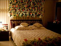 Top 8 Wedding Room Decorations That Are Perfect for Your Bhaiya and Bhabhi's F. - Honeymoon Bedroom - Top 8 Wedding Room Decorations That Are Perfect for Your Bhaiya and Bhabhi's F. Romantic Honeymoon h Bridal Room Decor, Wedding Night Room Decorations, Flower Room Decor, Decor Wedding, Flower Decoration, Wedding Venues, Wedding Ideas, Decoration Bedroom, Room Decor Bedroom