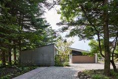 Nagano, Small Space Gardening, Garden Spaces, Japanese Mountains, Herringbone Wall, Small Lounge, Karuizawa, Journal Du Design, Design Palette