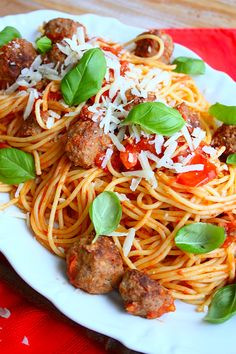 Spaghetti met balletjes | Francesca Kookt : voor de kindjes. Great Pasta Recipes, Dinner Recipes, Food Goals, Italian Pasta, Aesthetic Food, Everyday Food, How To Cook Pasta, Pasta Dishes, Italian Recipes