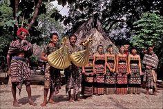 30042396 | Indonesia, sawu (Seba) Island native dancers with… | Flickr