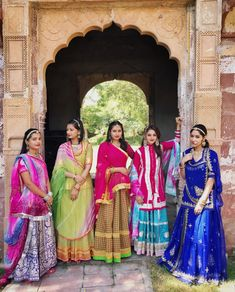 Location – Moti Bagh, Jodhpur Festive celebrations are in full swing as Diwali is right around the corner. Indian Bridal Outfits, Indian Party Wear, Indian Bridal Wear, Beautiful Blonde Girl, Beautiful Girl Image, Erica Fernandes Hot, Rajput Jewellery, Rajasthani Dress, Bollywood