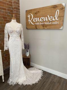 Buy Wedding Dress, Wedding Dresses, Carleton Place, Essense Of Australia, Bride Look, Size 12, Gowns, Bridal, Fashion