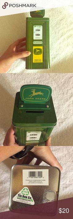 """NEW John Deere Piggy Bank John Deere Themed Gas Pump Shaped Tin Bank 3.5x3.5 Base 7.25"""" John Deere Accessories"""