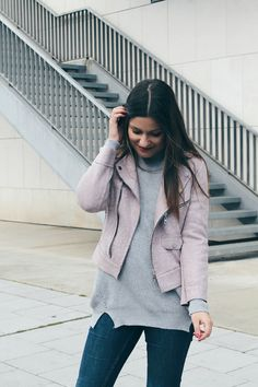 Comfy #outfit wearing pink jacket, grey sweater and jeans #fashion #look #streetstyle