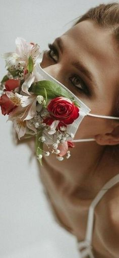 Studio Photography Poses, Self Portrait Photography, Face Photography, Artistic Photography, Creative Photography, Floral Headpiece, Foto Pose, Creative Portraits, Floral Fashion