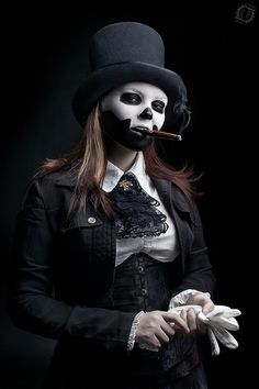 I've seen guys but not too many women do the skull/top hat look for Halloween. I like it