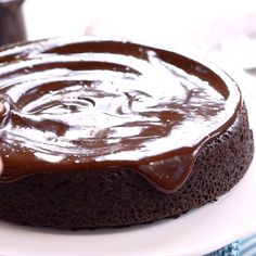 Having troubles with your ganache? Let me show you how to make it, and how to fix ganache gone wrong Best Chocolate Icing, Chocolate Ganache Frosting, Chocolate Glaze, Homemade Chocolate, Chocolate Ganache Recipe Without Cream, Easy Ganache Recipe, Eclair Recipe, Filling Recipe, Chocolate Drizzle