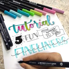 Tutorial: 5 fun ways to use fineliners. Learn how to incorporate these pens into your lettering and calligraphy art! Combine color with line art to create unique pieces of artwork. - How to use FINELINERS in Handlettering Hand Lettering Tutorial, Hand Lettering Alphabet, Brush Lettering, Bullet Journal Ideas Pages, Bullet Journal Notebook, Doodle Art Letters, Line Artwork, Creative Lettering, Oeuvre D'art