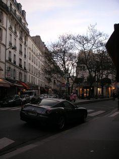 """Points+de+vue+(image+de+Paris)+:+Au+moment+où+je+m'exclame+""""Oh,+une+Vespa+rose+!"""",+tu+dis+""""Oh,+une+Ferrari+!"""".+ (et+tout+est+dit+?+mais+c'était+marrant)  Je+remercie+infiniment+l'homme+charmant+qui+m'a+si+chaleureusement+conseillé+""""La+femme+au+cinq+éléphants"""",+un+de+ces+films+dont+on+ressort+essorés,+différents,+avec+des+trésors+de+réflexions. Je+lis+un+livre+de+sa+(d'une..."""