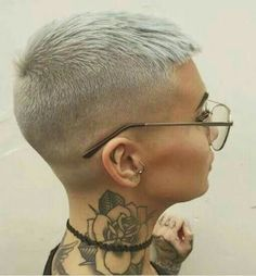 Opinions of this faded pixie crop? Super Short Hair, Girl Short Hair, Short Hair Cuts, Short Hair Styles, Shaved Hair Cuts, Shaved Pixie Cut, Short Blonde Pixie, Corte Y Color, Funky Hairstyles