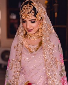 Bridal nath ideas with a style statement for 2019 brides! Bridal nath ideas with a style statement for 2019 brides! The post Bridal nath ideas with a style statement for 2019 brides! appeared first on Lynne Seawell& World. Indian Bridal Outfits, Indian Bridal Fashion, Pakistani Bridal Dresses, Indian Bridal Wear, Pakistani Bridal Makeup, Sikh Wedding Dress, Wedding Mandap, Wedding Stage, Wedding Receptions