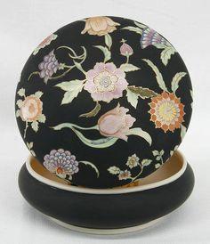 Painted Porcelain, Decorative Plates, Flowers, Home Decor, Ideas, Porcelain, Decoration Home, Room Decor, Royal Icing Flowers
