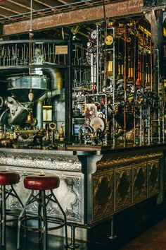 Step Inside 'Truth,' a Steampunk Coffee Shop in Cape Town, South Africa Steampunk-Kaffeestube in Kapstadt, Südafrika Design Steampunk, Steampunk Interior, Steampunk Cafe, Style Steampunk, Steampunk House, Steampunk Furniture, Steampunk Theme, Design Café, Bar Interior Design