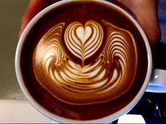 """IKECCI'S Latte Art """"steam + free pour"""" ラテアート - YouTube"""