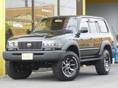 ランクル80 ブラック&LINE-Xコンプリート マーテルギアビースト16インチ レクサスグリル ※前後バンパー・オーバーフェンダー・サイドステップをLINE-X塗装しています。 Toyota Landcruiser80