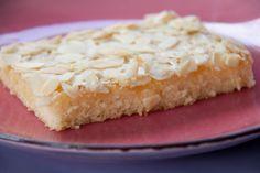 Butterkuchen: schnell und kinderleicht. Schmeckt JEDEM Kind - garantiert - und ist in 25 Minuten fertig. Ein echtes Dauerbrenner-Rezept.