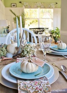 The 1st Thanksgiving was a coastal Thanksgiving! Come see this Coastal Thanksgiving Table decorated in creams, greens, watery blues and natural elements.