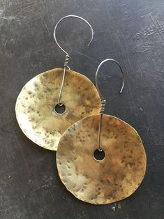 Diy Jewelry Inspiration, Brass Jewelry, Sterling Silver Hoops, Tribal Fashion, Unique Earrings, Handmade Jewelry, Fashion Jewelry, Jewelry Making, Tribal Style