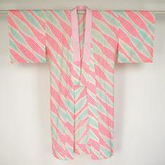 Pink nagajuban / 化繊縮緬(ちりめん)半衿が付いたモスリン素材の長襦袢 #Kimono #Japan http://global.rakuten.com/en/store/aiyama/