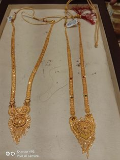 Gold Mangalsutra Designs, Gold Earrings Designs, Gold Jewellery Design, Gold Jewelry Simple, Gold Rings Jewelry, Indian Wedding Jewelry, Bridal Bangles, Bridal Jewelry, Bijoux