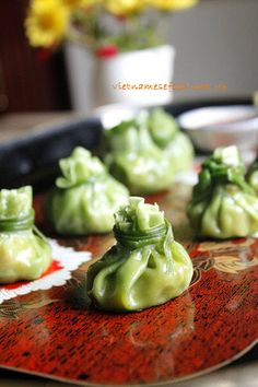 Steamed Vietnamese Dumplings with Vegetables Recipe (Há Cảo Hấp Rau Củ) from http://www.vietnamesefood.com.vn/vietnamese-recipes/vietnamese-dish-recipes/steamed-vietnamese-dumplings-with-vegetables-recipe-ha-cao-hap-rau-cu.html