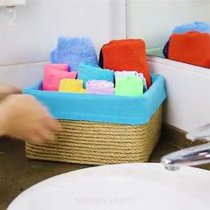 DIY Box Projects - My list of best Diy and Crafts Diy Crafts Hacks, Diy Home Crafts, Diy Arts And Crafts, Creative Crafts, Fun Crafts, Crafts For Kids, Cardboard Box, Diy Cardboard Furniture, Diy Projects Videos