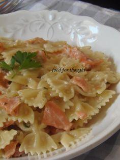 Μερικοί άνδρες δεν ξέρουν να μαγειρεύουν. Λάθος! Μερικοί άνδρες δεν θέλουν να μαγειρέψουν.  Και για του λόγου του αληθές δείτε ... Pasta Recipies, Fish Recipes, Tasty, Yummy Food, Potato Salad, Macaroni And Cheese, Food Processor Recipes, Seafood, Cabbage
