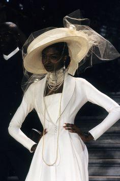 Christian Dior Spring 1998 Couture Fashion Show Details