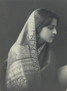 """Vintage india - vintageindianclothing """"Attia Hosain's wedding trousseau also appeared to include sarees if this picture is any indication The practice of covering the head in the early decades of the cen Look Vintage, Vintage Beauty, Vintage Ladies, Fashion Vintage, Vintage India, Photo Portrait, Portrait Photography, Portrait Art, Gente India"""