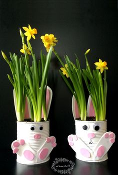 To Make Adorable Tin Can Bunny Planters For Spring! Want a quick and easy gardening with kids craft idea for Easter? Our adorable Tin Can Bunny Planters use up recyclables already found in your home!Want a quick and easy gardening with kids craft idea for Wine Bottle Crafts, Mason Jar Crafts, Diy Niños Manualidades, Easy Crafts, Diy And Crafts, Tin Can Crafts, Recycled Crafts, Cute Easter Bunny, Adorable Bunnies