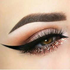 Perfect cat eye with glittery lower lid