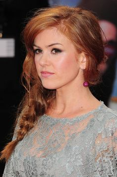 dark strawberry blonde hair celebrity inspiration: Isla Fisher