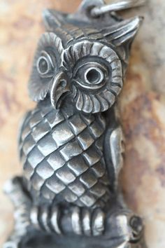 RARE VINTAGE HENRYK WINOGRAD PURE FINE 999 SILVER REPOUSSE HORNED OWL PENDANT