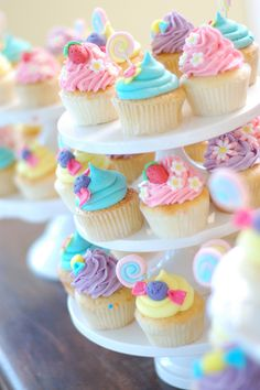Cupcakes... strawberries and lollipops...