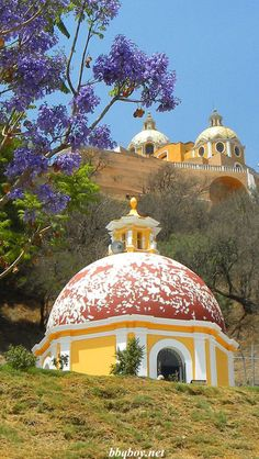 Why you should Visit Cholula Mexico. About half an hour from downtown Puebla, Cholula is both a historical and scenic highlight in the region. Cozumel, Places Around The World, Around The Worlds, Places To Travel, Places To Visit, Travel Destinations, Site Archéologique, Pyramids Of Giza, Visit Mexico