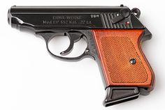 klon pistole PPK .22 LR - Prodám klon pistole PPK - ERMA EP552 v ráži .22 LR. Ke zbrani je jeden zásobník na 7 nábojů a textilní pouzdro na opasek. Zbraň je málo střílená, občas nošená, jinak ležela v trezoru. Při rychlém jednájí sleva 500,-https://s3.eu-central-1.amazonaws.com/data.huntingbazar.com/6723-klon-pistole-ppk-22-lr-pistole.jpg