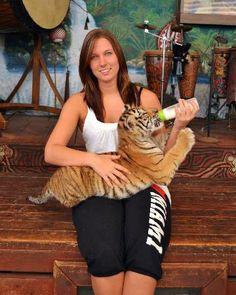 Jungle Island Miami Florida - Feeding a tiger cub - VIP tour