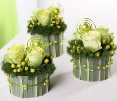 Petites compos http://www.artfloral-deco.fr/wp-content/uploads/dot/centre-table-vert-anis.jpg