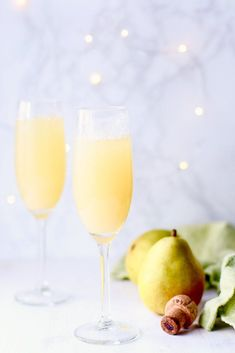 With only three ingredients, this sparkling Pear Prosecco punch is a healthy coc. - With only three ingredients, this sparkling Pear Prosecco punch is a healthy cocktail recipe. Pear Drinks, Heathy Drinks, Healthy Cocktails, Fancy Drinks, Prosecco Punch, Prosecco Cocktails, Holiday Cocktails, Mimosa Punch, Kitchens