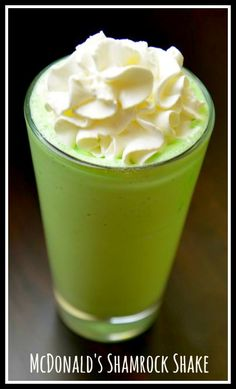 Learn how to make the best tasting McDonald's Shamrock shake. Just a couple of ingredients will have you recreating this famous recipe. Smoothie Drinks, Fruit Smoothies, Protein Smoothies, Mcdonalds Recipes, Cat Recipes, Drink Recipes, Recipies, Chicken Recipes, Yummy Drinks
