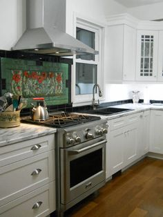 Like the poppies behind the stove  Waterford Kitchen - traditional - kitchen - toronto - Kitchens 'N Sync