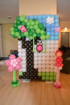 Balloon backdrop at a Owl Party #owl #party