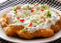 Smetanové langoše s nivou Slovak Recipes, Baked Potato, Quiche, Mashed Potatoes, Macaroni And Cheese, Pizza, Food And Drink, Cooking Recipes, Yummy Food