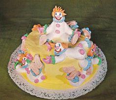 Cute retro clown cake! <3 Vintage Birthday Parties, 70s Party, Clown Cake, Vintage Recipes, Food Art, Birthday Cake, Snacks, Dinner, Cooking